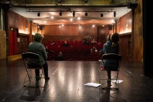 Assistante sociale en répétition